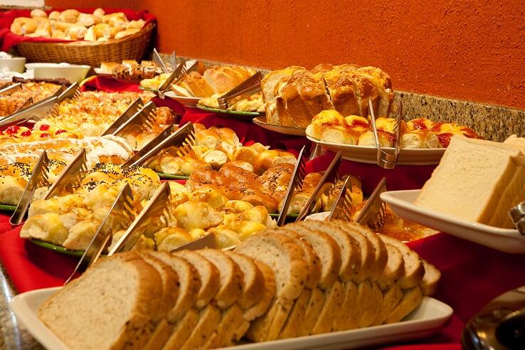 Café da manhã é principal atrativo em hotéis para turistas brasileiros, revela pesquisa